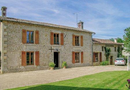 Villa in Souvigné, France