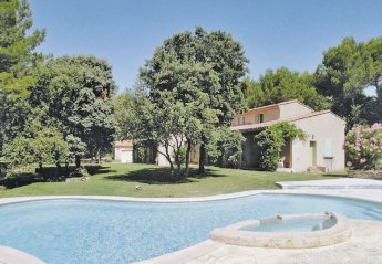 Villa in Saumane-de-Vaucluse, the South of France: