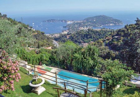 Villa in Mont Leuze, the South of France