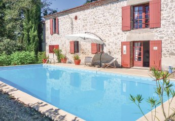Villa in Ayet-Unet, France