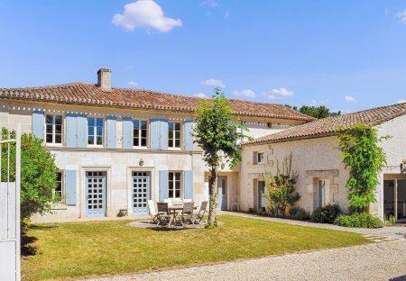 Villa in Champmillon, France
