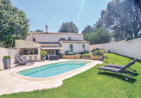 Villa in Saint-Chamas Sud, the South of France