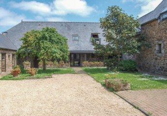 Villa in Ploëzal, France