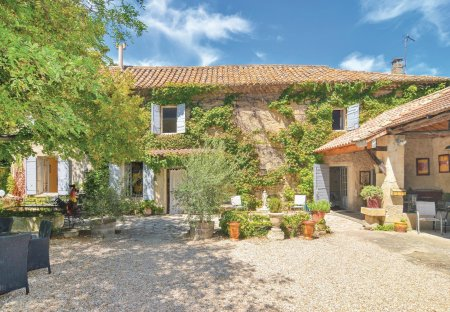 Villa in Mas-Blanc-des-Alpilles, the South of France