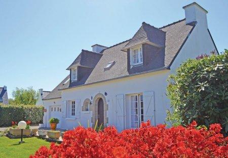 Villa in Combrit, France