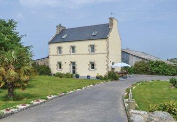 Villa in Plounévez-Lochrist, France