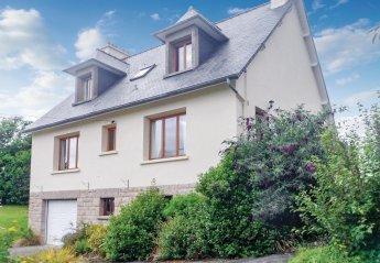 Villa in Créhen, France