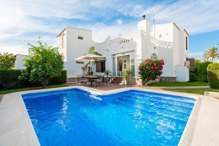 Villa to rent in urbanizaci n las mimosas la chismosa for Villas with swimming pool