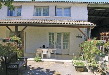 Villa in Arces, France: