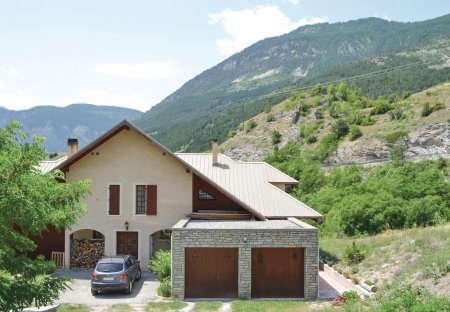 Villa in Les Vigneaux, the South of France