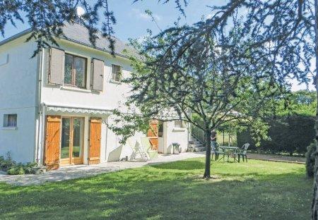Apartment in La Chapelle-sur-Loire, France: