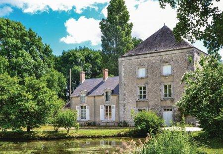 Villa in Huisseau-sur-Mauves, France: 45007A99
