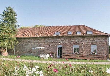 Villa in Richebourg, France