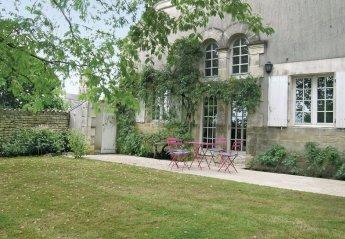 Villa in Saint-Hilaire-des-Loges, France: