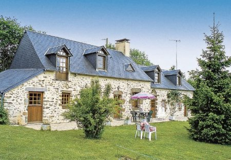 Villa in Mont-Saint-Jean, France