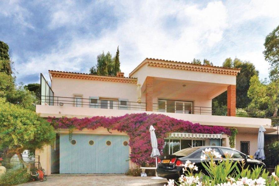 villa to rent in le lavandou the south of france 195403. Black Bedroom Furniture Sets. Home Design Ideas