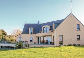 Villa in Moëlan-sur-Mer, France: