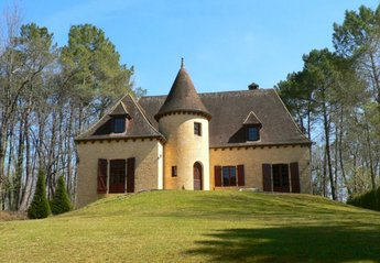 Country House in Beynac-et-Cazenac, France