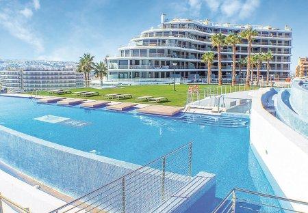 Apartment in Los Arenales del Sol, Spain