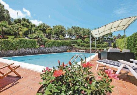 Villa in Roccagloriosa, Italy
