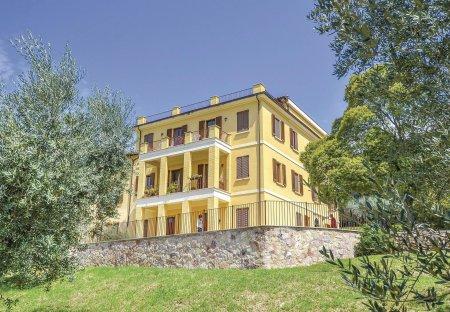 Villa in Capodacqua, Italy