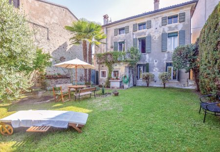 Villa in Pacengo, Italy