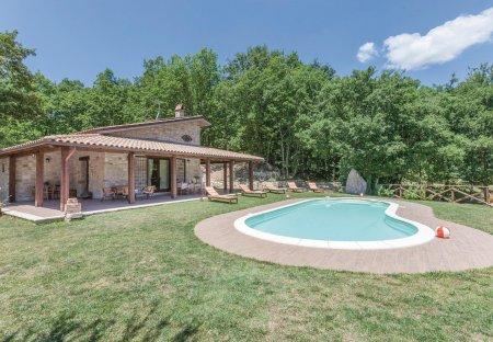 Villa in San Lupo, Italy