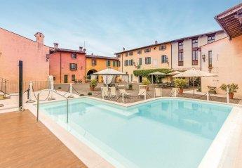 Villa in Castellaro Lagusello, Italy