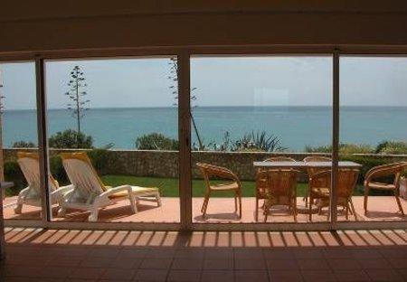 Villa in Praia da Luz, Algarve: Full length sliding doors onto patio & sea view