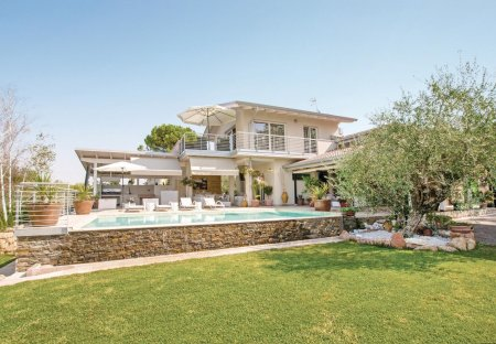Villa in Lazise, Italy