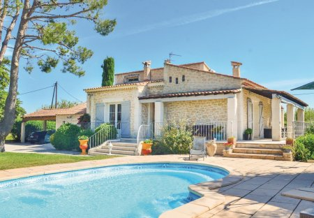 Villa in Gignac-la-Nerthe Ouest, the South of France