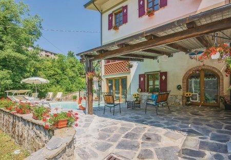 Villa in Pascoso, Italy