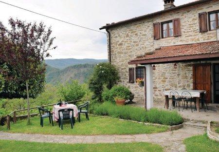 Villa in Piano di Giuliano, Italy