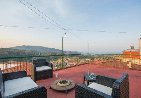 Villa in Satriano, Italy