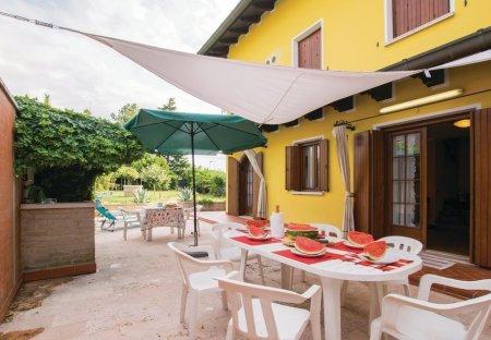 Villa in Palazzolo dello Stella, Italy