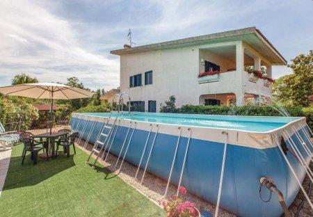 Villa in Collecorvino, Italy