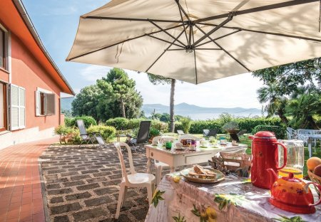Villa in Bracciano, Italy