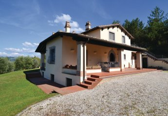 Villa in Valfabbrica, Italy