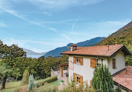 Villa in Sale Marasino, Italy