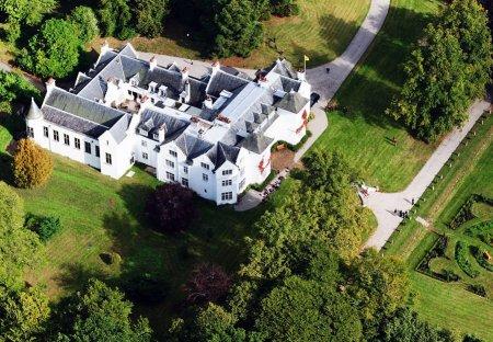 Chateau in Kirkhill, Scotland