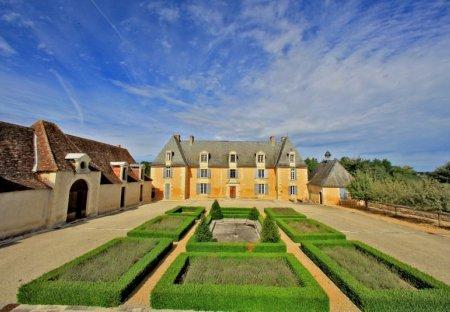 Chateau in Saint-Geyrac, France