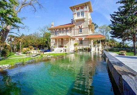 Villa in Lanton, France