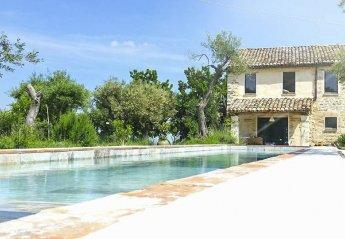Villa in Cingoli, Italy