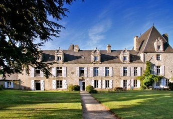 Chateau in Zone Urbaine, France