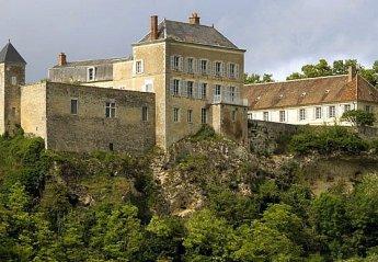 Chateau in Neuvy-le-Barrois, France