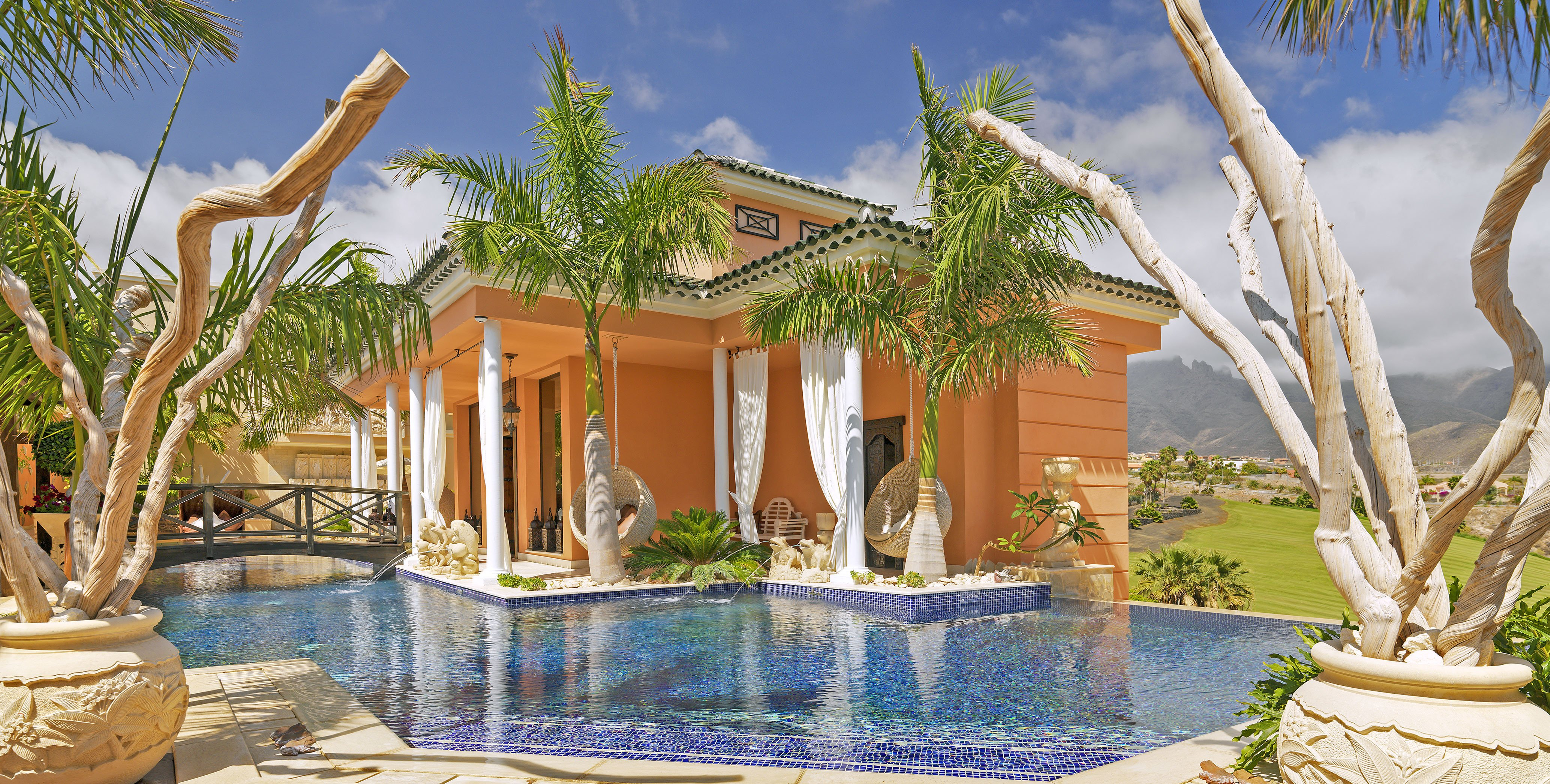 Villa to rent in Golf Costa Adeje, Tenerife with private pool | 203101