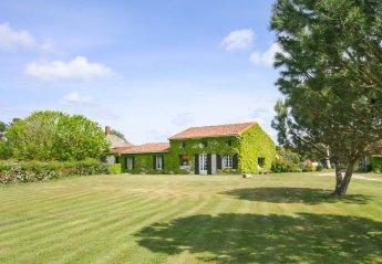 Villa in Queyrac, France