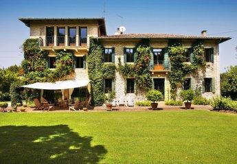 Villa in Pozzetto, Italy