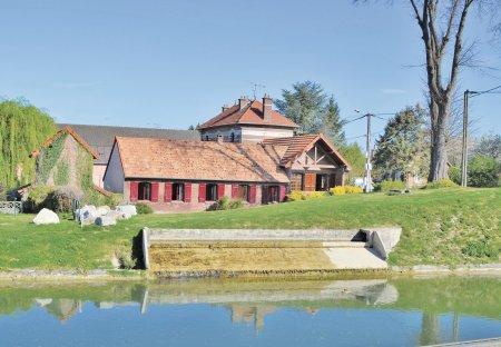Villa in Frise, France