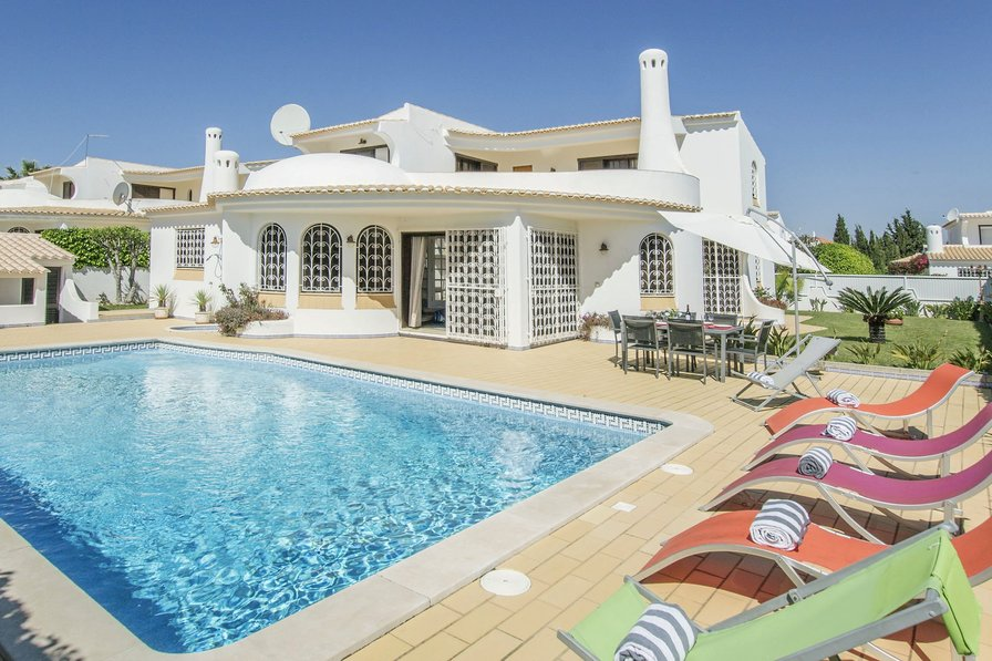 Villa To Rent In Albufeira Algarve With Private Pool 204312